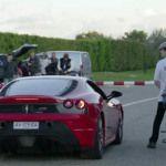 """Ciclista reta """"unas carreritas"""" a un Ferrari (Adivina quién ganó)"""