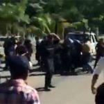 """Balacera en Huatulco; policías accionan sus armas """"contra"""" manifestantes"""