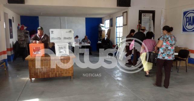 Militantes activos del PAN en la elección de sus candidatos Foto: Esaú González