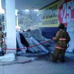 Evacuan a personas por incendio en tienda comercial
