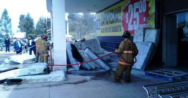 Photo of Evacuan a personas por incendio en tienda comercial