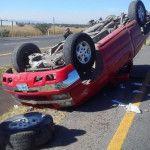 Familia se accidenta al volcarse camioneta, en Pénjamo