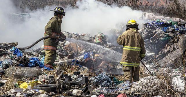 """Photo of Se quema """"recicladora"""" y casa"""