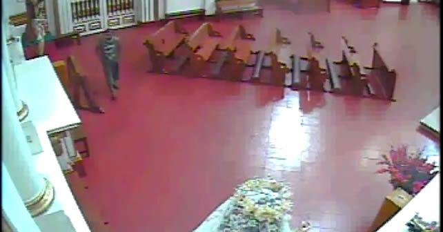 Photo of Roba corona del Santo Niño de Praga en Celaya pero se persigna antes de irse