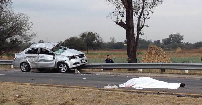 Photo of Mueren funcionarios del ISSSTE en accidente