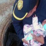 Rescatan a una bebé de la coladera