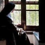 No sólo roban sino violan a monja de 71 años; hay 8 detenidos