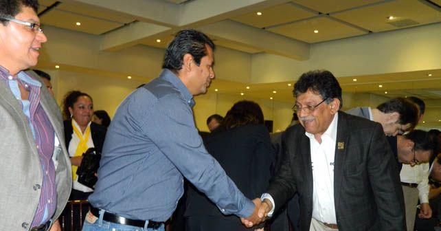 Gerardo Elizarraras Vela, alcalde de Cuerámaro (izq), Gustavo Rodríguez Ramgel alcalde de Huanímaro y Miguel Alonso Raya, diputado