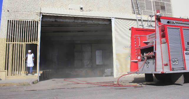 Photo of Evacuan a 80 personas por incendio en Mercado Soriana, San Roque
