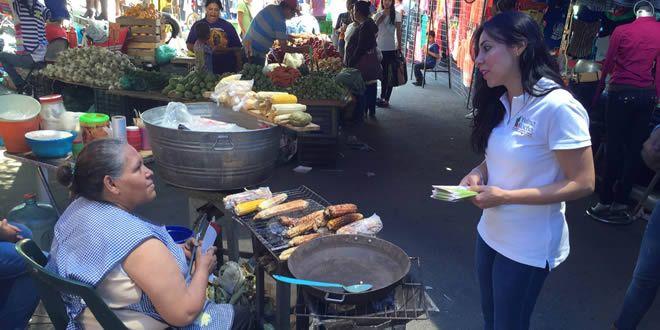 Photo of Yulma Rocha escucha a comerciantes y presenta sus propuestas