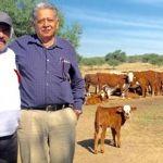 Vicente Fernández agradece a su doctor por salvarle la vida en tres ocasiones