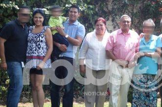 Famlia Roa: Erandi y Enrique Roa Quintero, al lado de sus papás Ma. Guadalupe Alicia Quintero y Enrique Antonio Roa Ordoñez, en sus brazos Enrique lleva a su hijo