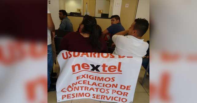 """Photo of Manifestación contra Nextel: """"Pésimo servicio"""""""