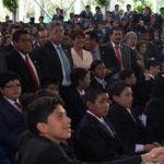 Felicita Peña Nieto a los alumnos destacados de Guanajuato