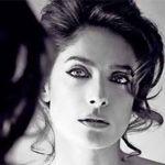 Salma Hayek  muestra un sensual topless para la revista Allure