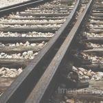 """""""Se lanza a las vías"""" cuando el tren iba pasando, pierde la vida"""