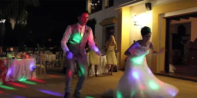 Photo of Recién casados bailan en su fiesta y su video se vuelve viral
