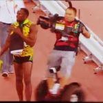 Bolt es arrollado por camarógrafo motorizado (video)