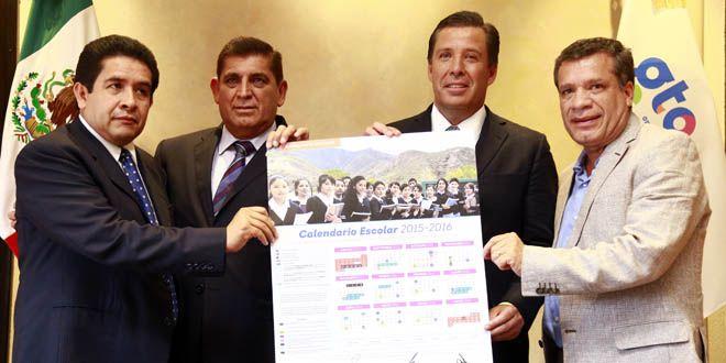 El gobernador Miguel Márquez, junto a secretario de Educación, Eusebio Vega, junto a Secretarios Generales de las Secciones 13 y 45 del SNTE Foto: cortesía SEG