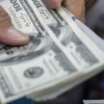 El dólar cierra en 17.10 pesos en un máximo histórico