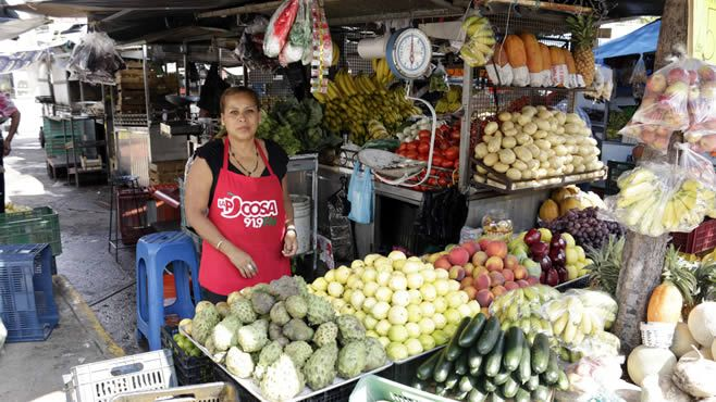 Photo of A unos días de concluir techumbre para comerciantes, Director de Obra Pública