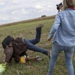 Periodista que pateó a refugiados en Hungría no pide perdón; fue despedida