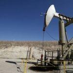 Precio de petróleo alcanza los 50 dólares