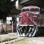 """Migrantes, ladrones y guardias, """"todos luchan por el poder del tren"""""""