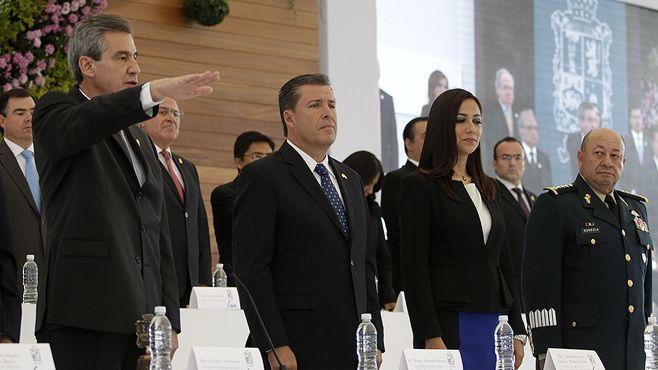 Photo of Héctor López Santillana toma protesta por la nueva administración de Léon y recibe apoyo del gobernador MMM