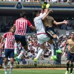 Pumas sufre pero vence a Chivas