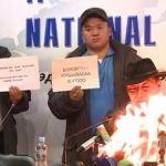 Líder sindical mongol se prende fuego en rueda de prensa