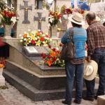 """40 familias pagan por terrenos para sus muertos, pero """"no tienen validez oficial"""""""