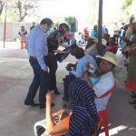Alcalde de Abasolo hace entrega de cobijas