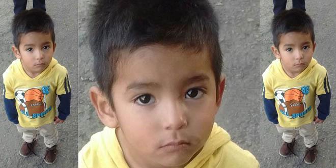 Axel de 3 años, busca a sus papás