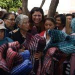 Realiza alcaldesa entrega de cobijas en Pueblo Nuevo
