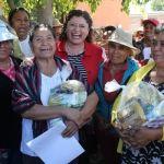 Supervisa alcaldesa cumplimiento del programa de entrega a familias registradas ante el DIF Municipal