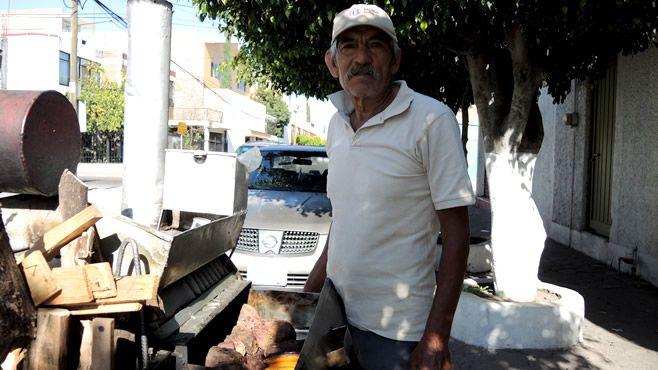 """Photo of El camotero, aún """"camina"""" por la ciudad"""