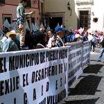 Coduc pide destitución de alcaldesa de Pueblo Nuevo, afuera del congreso