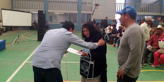 "Photo of Alcalde entrega apoyo del Programa ""FAMI"" a familias cueramarenses."