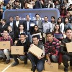 Entrega Gobernador, 2 mil 600 tabletas a alumnos de la UG