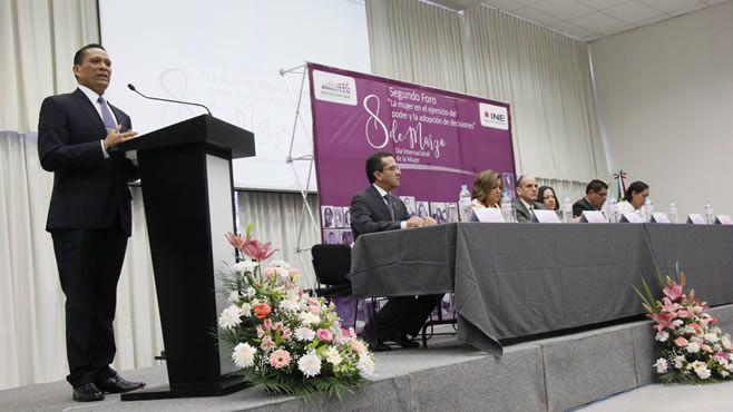 """Photo of UG participa en foro """"La mujer en el ejercicio del poder y la adopción de decisiones"""""""