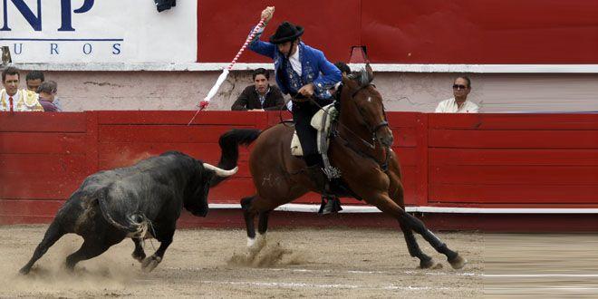 """Photo of Triunfan Pablo Hermoso de Mendoza y Arturo Macías """"El Cejas"""" en coso de Irapuato"""