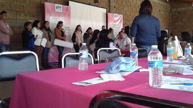 Photo of Capacitan a personal de DIF Cuerámaro