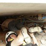 Rescatan a 3 personas luego de 32 horas del temblor