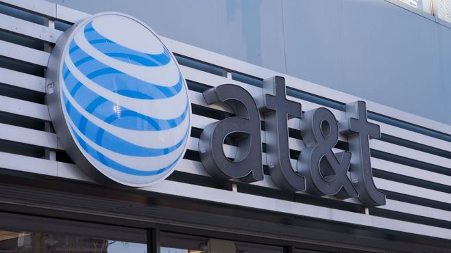Photo of Caos AT&T: Atrasan horas en equipos