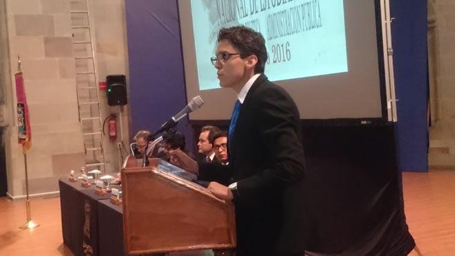 estudiante Alejanddro Dominguez L_pez Velarde