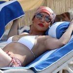 ¡A sus 46 años JLo se pasea en diminuto bikini!