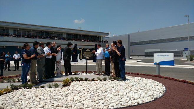 Photo of Reconoce alcalde a empresa sustentable