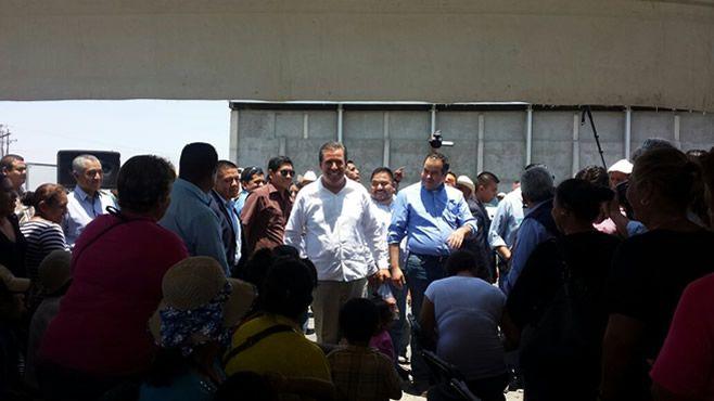 """Photo of """"Bienvenido a Abasolo señor presidente, perdón señor gobernador"""""""