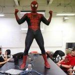 Spiderman da clases en la UNAM, sus alumnos lo adoran